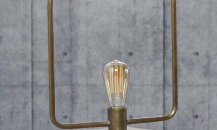 FURBO Bordlampe, antik bronze, træfod