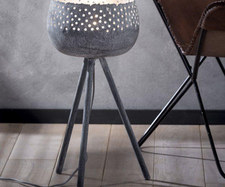 FURBO Bordlampe, trefod, patineret grå metal