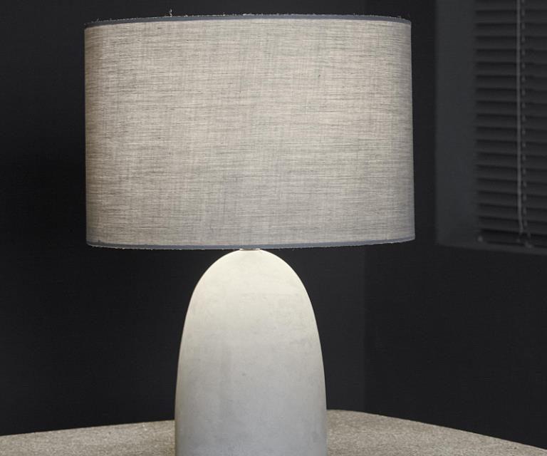 FURBO Bordlampe, beton, stofskærm