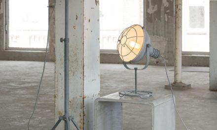 FURBO Gulvlampe, 3 benet, grå metal