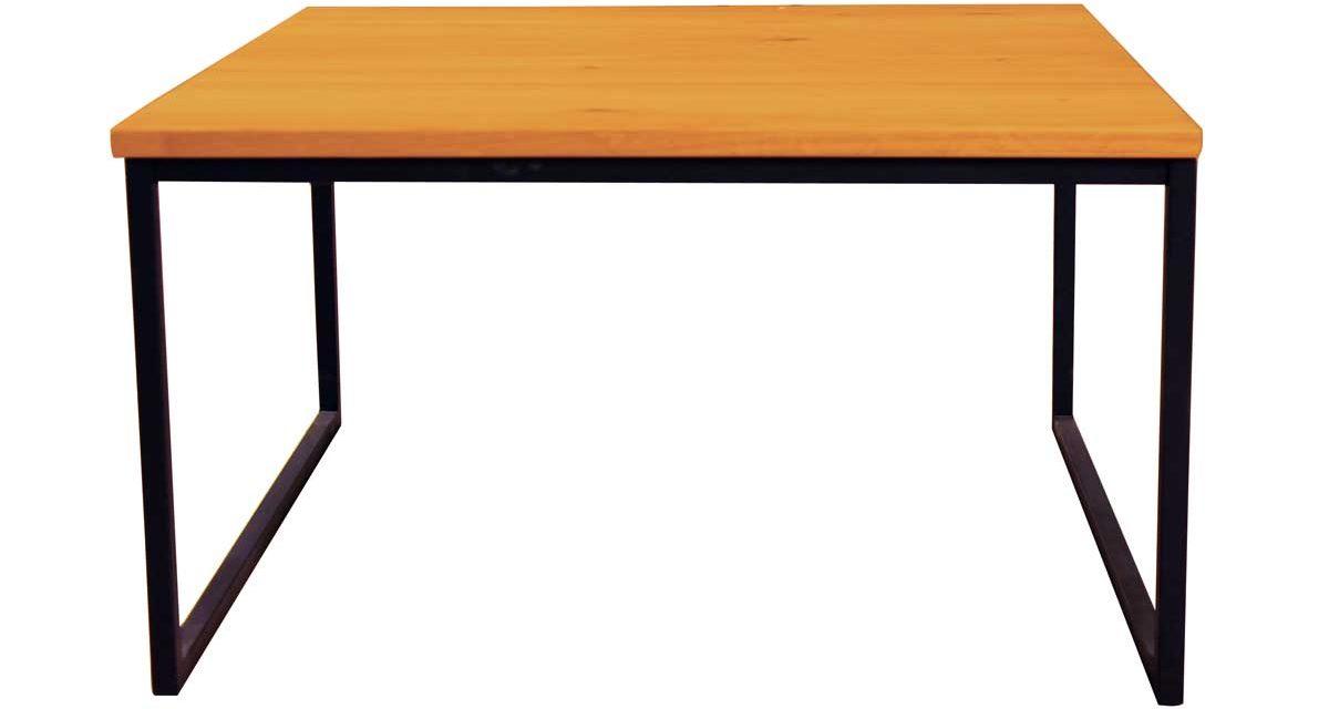Sofabord i træ med sort stel – kvadratisk
