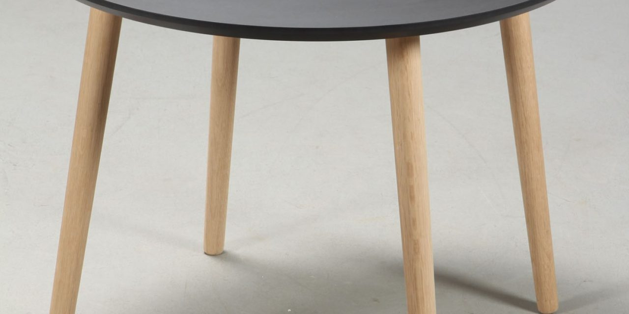 FURBO Spisebord, sort linoleum, egeben, ø 110 cm.