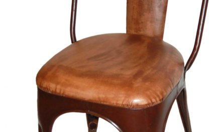 TRADEMARK LIVING Spisebordsstol – polstret, læder og antikrust stel