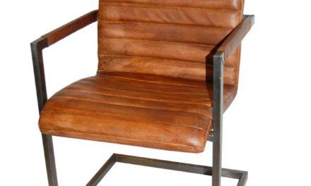 TRADEMARK LIVING Cool stol med armlæn – brun læder