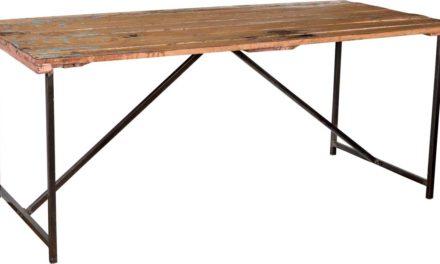 TRADEMARK LIVING Råt spisebord med gammel træbordplade og nyt jernstel