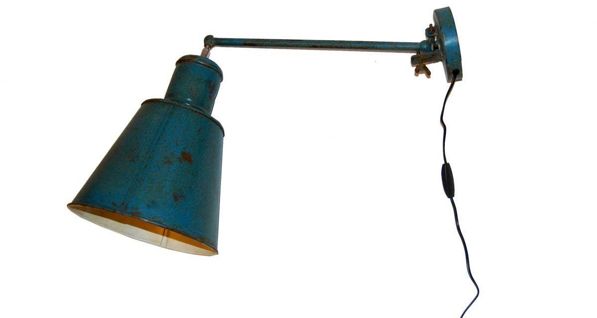TRADEMARK LIVING væglampe – petrolblå og cream