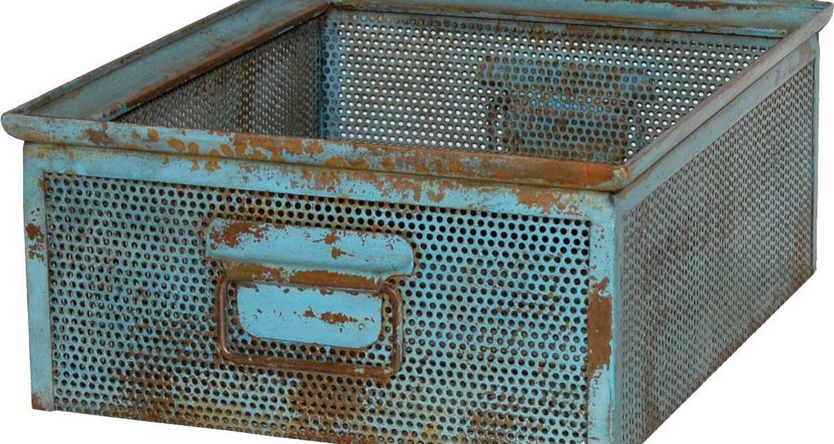 TRADEMARK LIVING Kasse i perforeret jern – blå