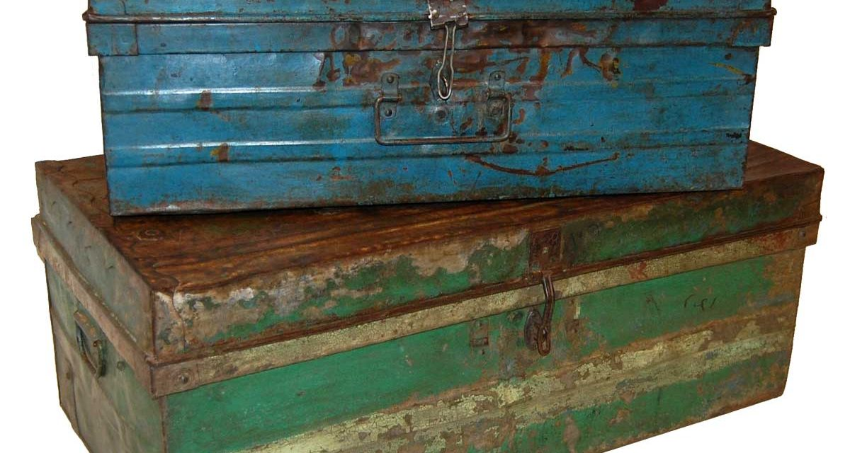 TRADEMARK LIVING Gammel vintage jernkuffert – sæt med 2