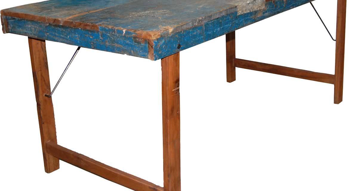 TRADEMARK LIVING Skønt gammelt spisebord – original blå finish