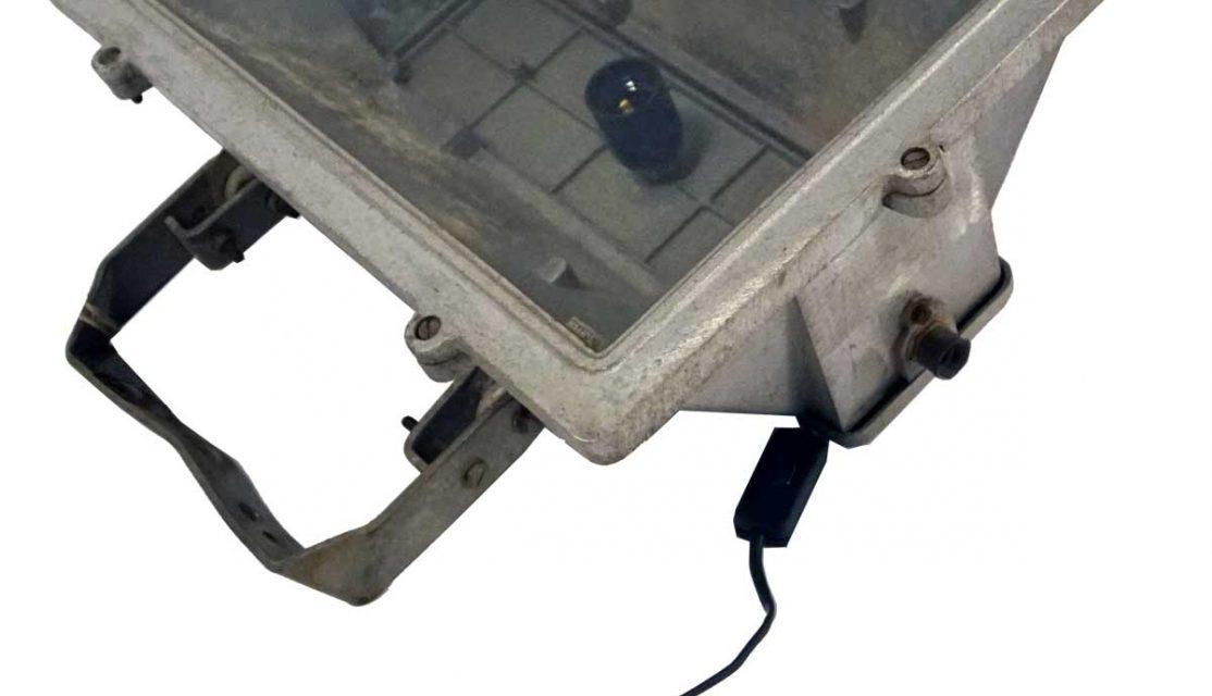TRADEMARK LIVING Industrilampe – original gammel – jern med patina