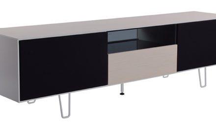 Leon TV-bord i eg – med sorte låger og glashylder