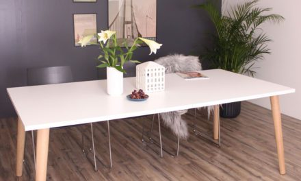 By Tika Sandefjord spisebord i flot massiv eg og laminat
