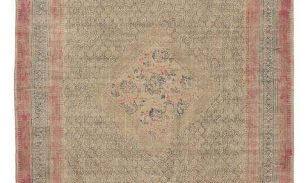 IB LAURSEN Gulvtæppe natur m/lyserød kant og blåt og brunt print