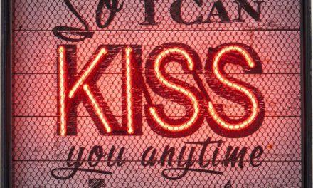 KARE DESIGN Lysskilt, Kiss NEON Grid