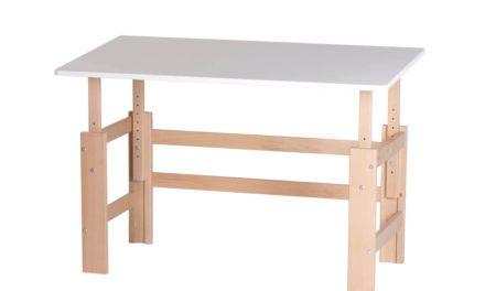 Moderne justerbart børneskrivebord i massiv bøg fra mærket Manis-H