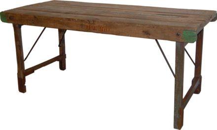 TRADEMARK LIVING Spisebord i træ – gammelt