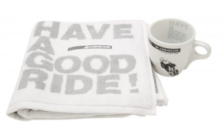 Assos Fan Pack – Håndklæde og krus