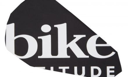 Bike Attitude sadelovertræk – Vandtæt regnovertræk – Sort/Hvid