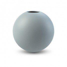 Cooee Design Vase – Ball Dusty Blue 20 cm fra Cooee Design